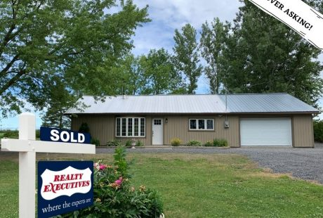 2561 Concession 2 - SOLD